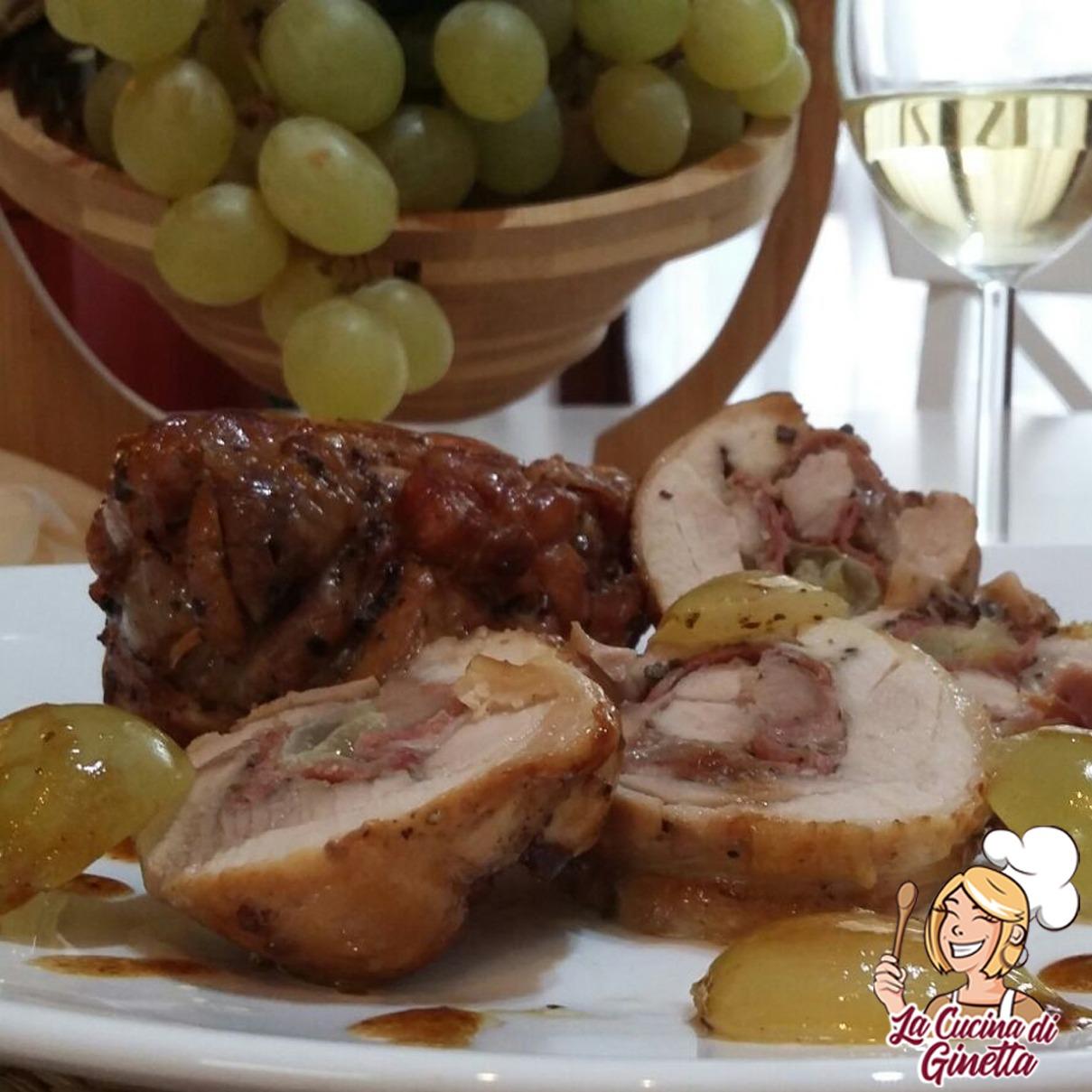 bistecchine di pollo rollate con uva e prosciutto