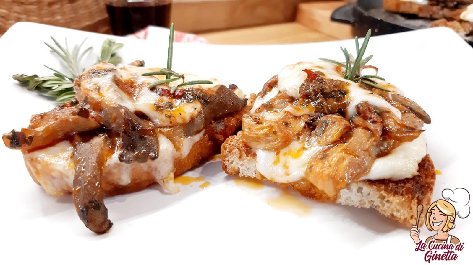 crostini con funghi pleurotos e formaggio