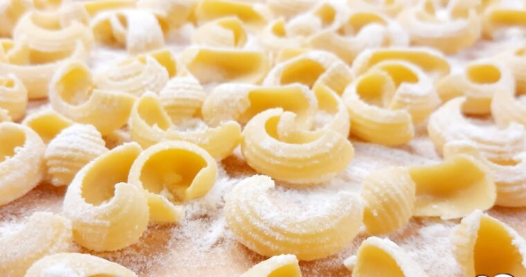 CONCHIGLIE DI FARINA DI SEMOLA ALL'UOVO