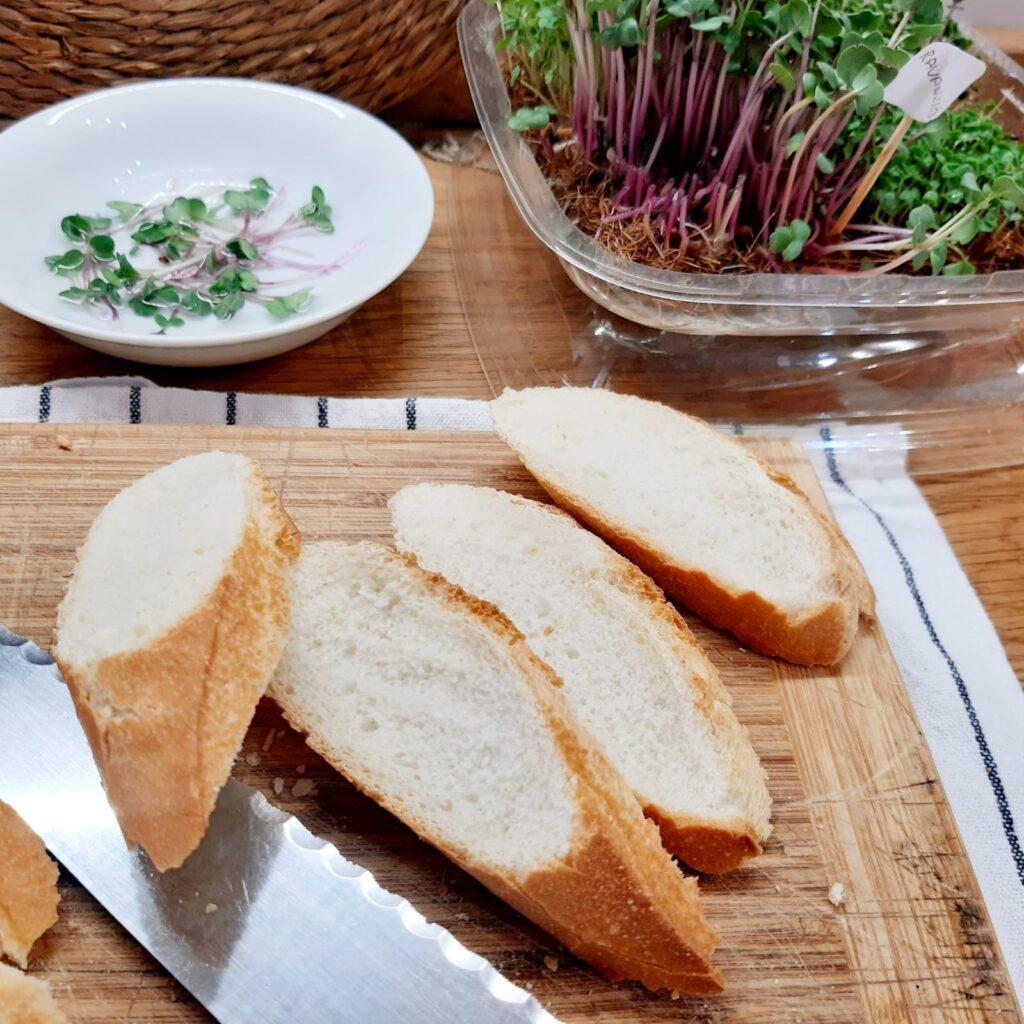 crostini con salmone affumicato e formaggio cremoso